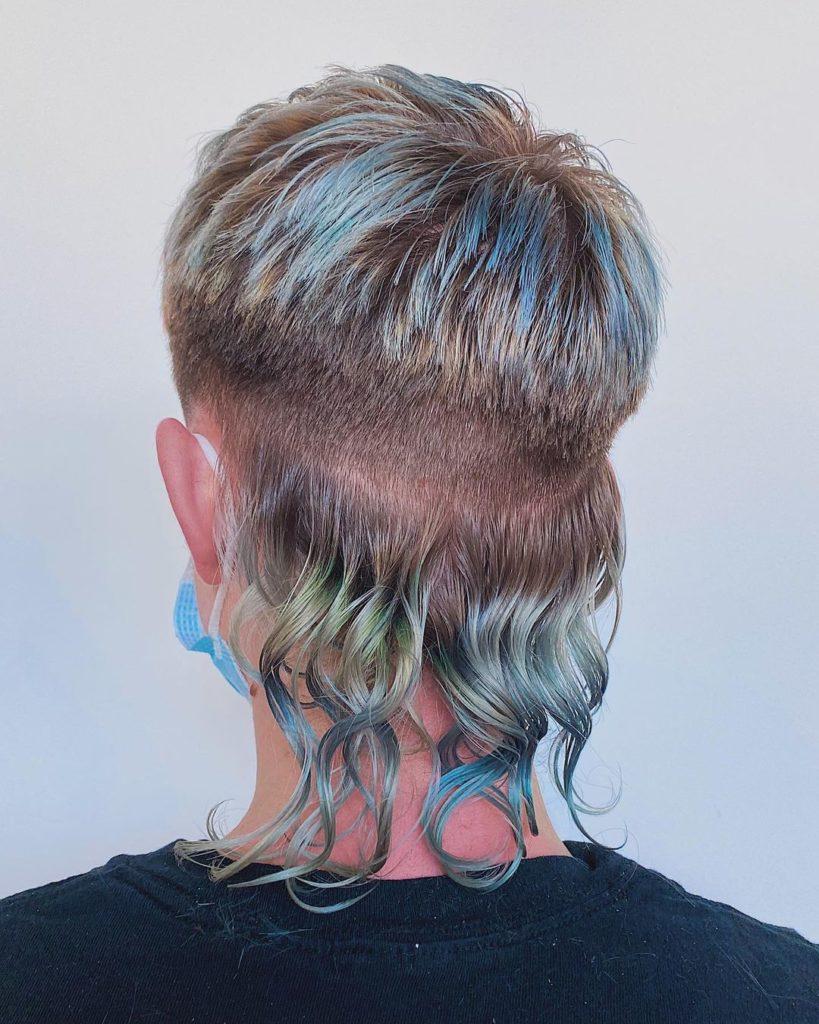 Disconnected shoulder length hair mullet